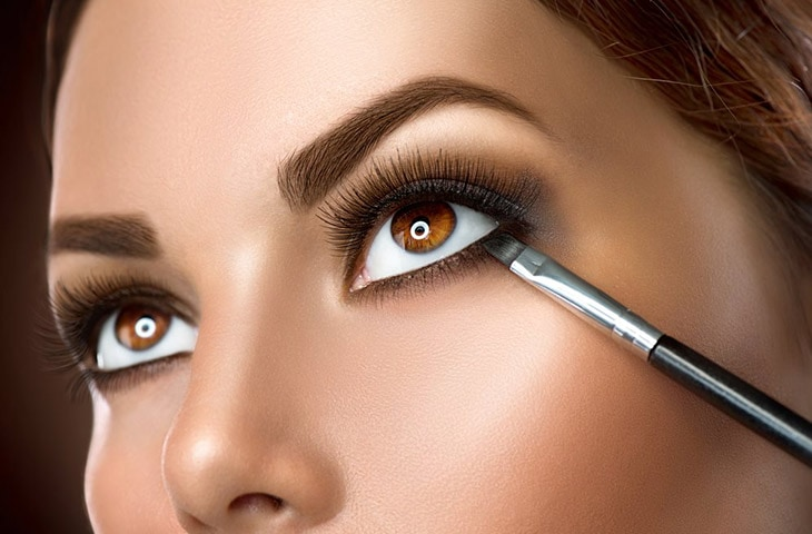How To Get Lighter Brown Eyes Naturally with makeup