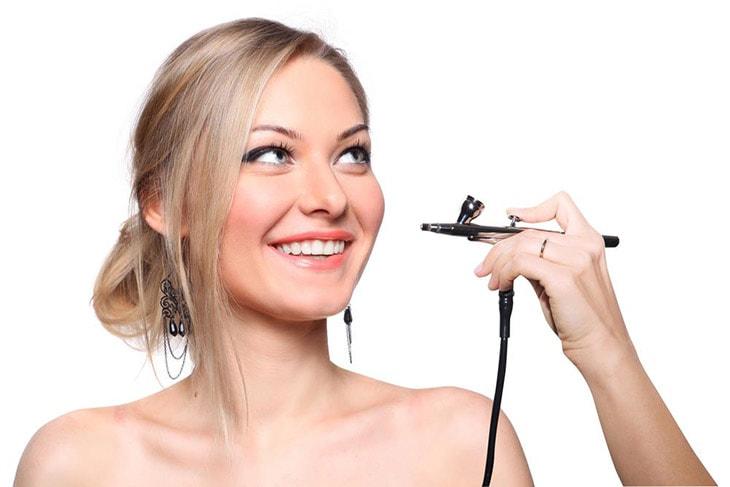 Airbrush vs. Traditional Makeup