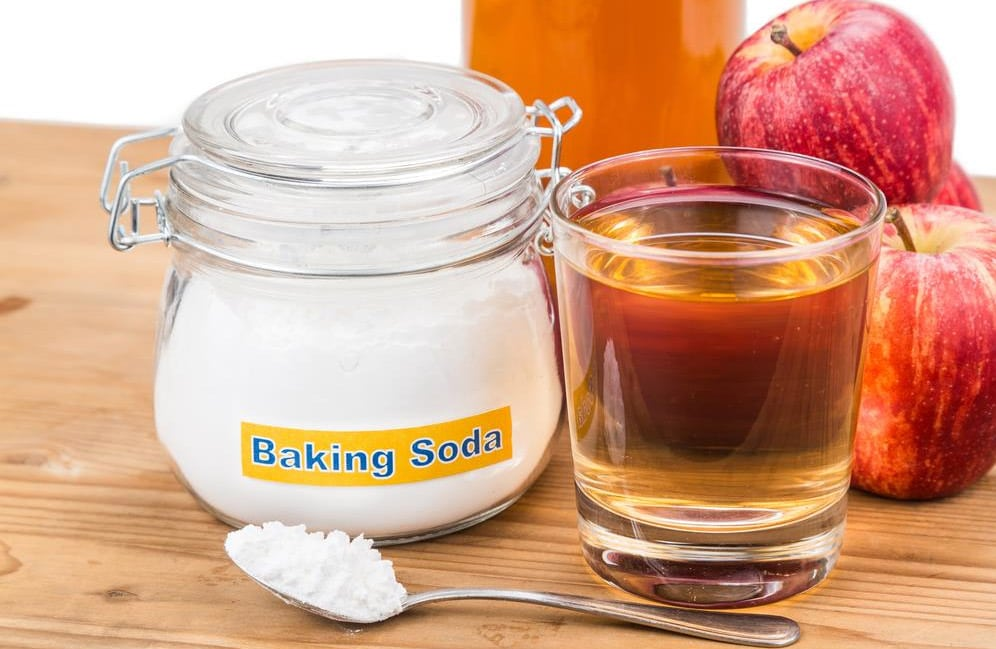 How to Get Coconut Oil Out of Your Hair Use Use Baking soda