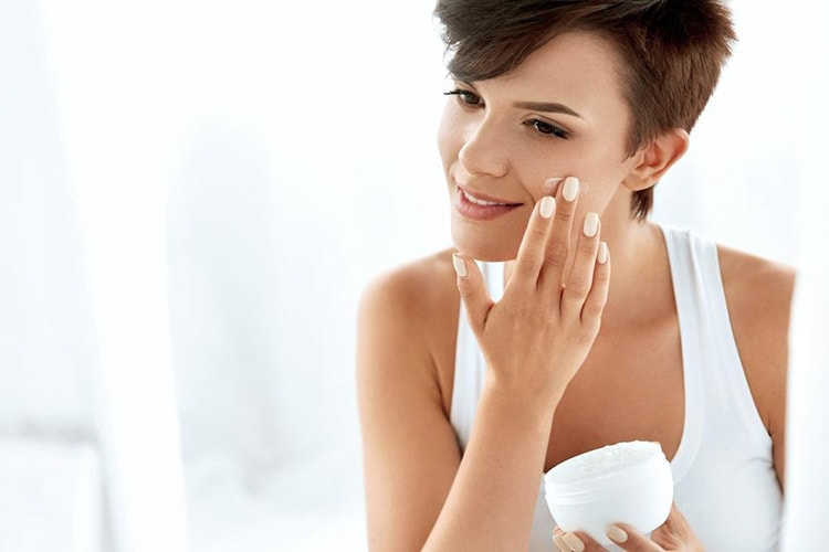 How to Keep Your Skin Beautiful in Winter with Heavy Moisturizer