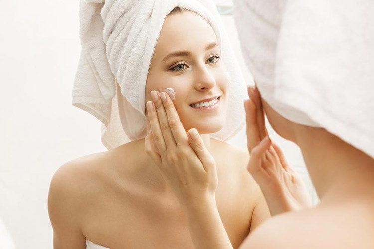 How to Keep Your Skin Beautiful in Winter with Moisturizer all over your skin