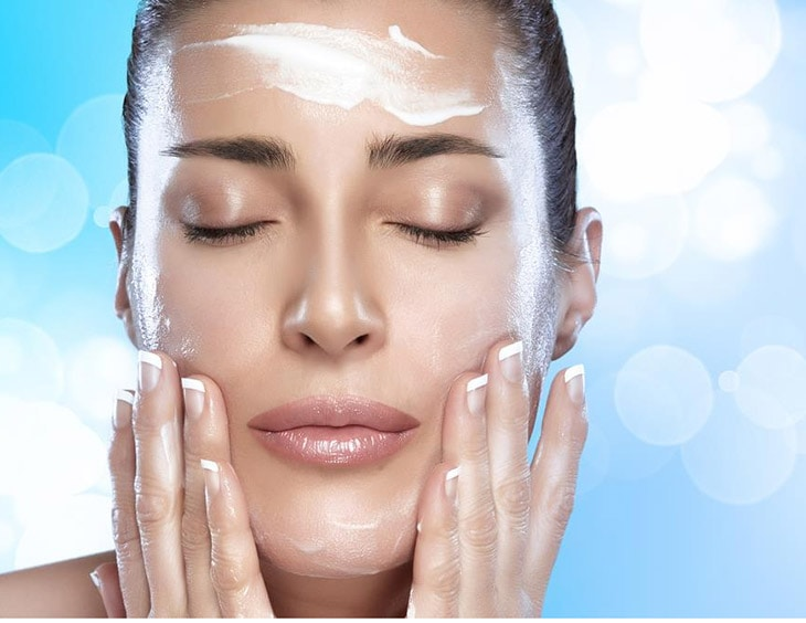 How to wash your face with coconut oil