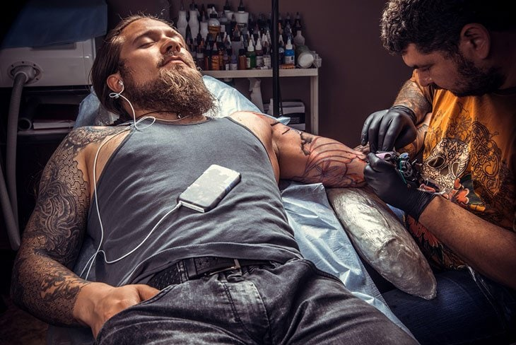 how to minimize pain when tattoo